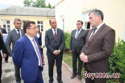 İcra Başçısı rayon Təhsil Şöbəsinin inzibati binasına baxıb