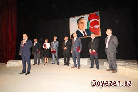 Qazaxda ulu öndərə həsr edilmiş ədəbi-bədii kompozisiya nümayiş olunub