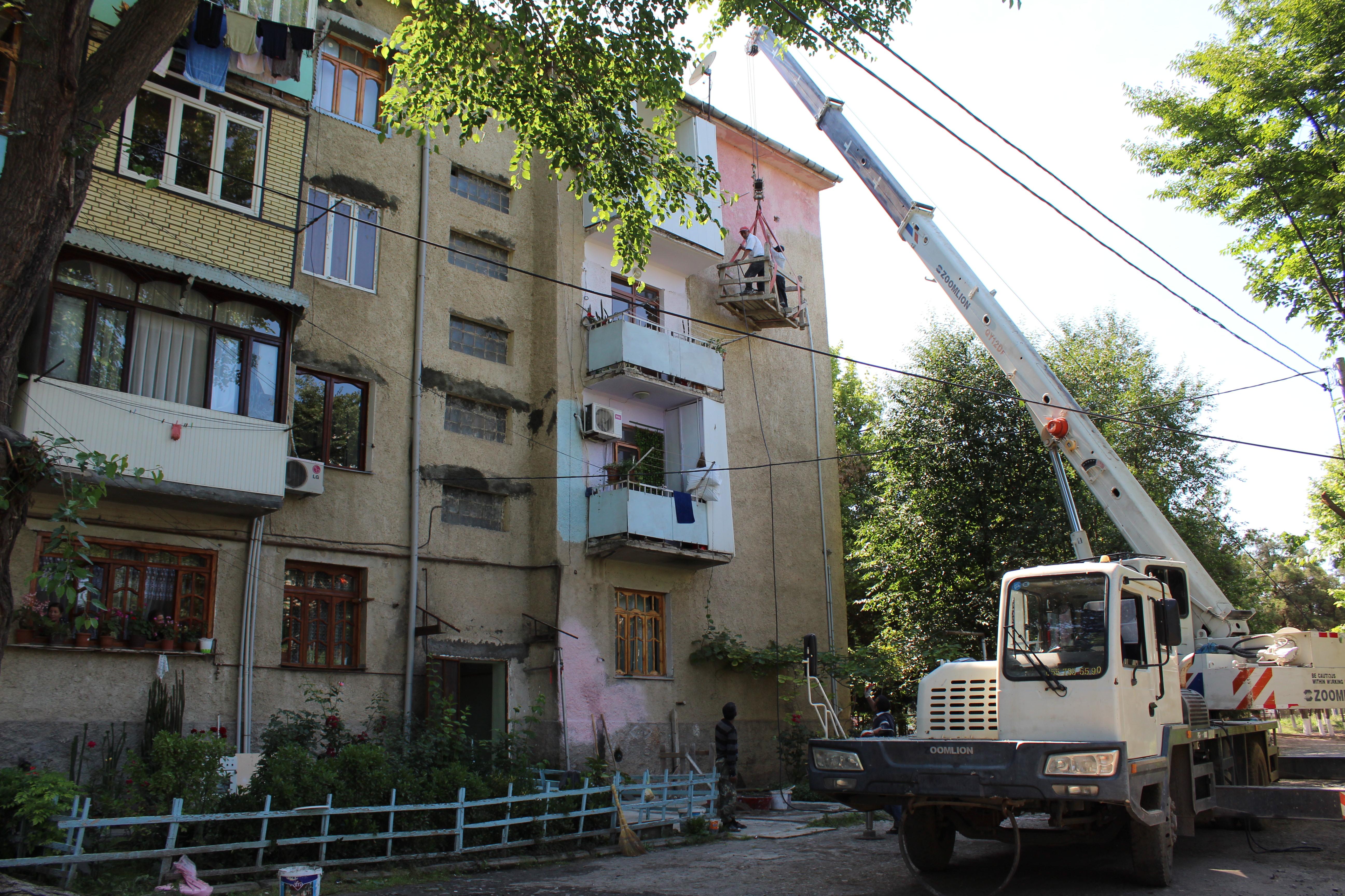 Çoxmənzilli binalarda aparılan təmir işləri sürətlə davam etdirilir