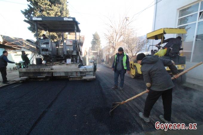 Qazaxda su və kanalizasiya sisteminin çəkilişi yekunlaşan Azadlıq küçəsinə yeni asfalt örtüyü vurulur