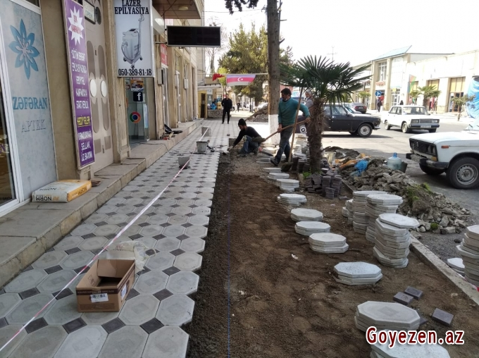 Qazaxın Heydər Əliyev prospektində aparılan su-kanalizasiya çəkilişi və abadlıq işləri