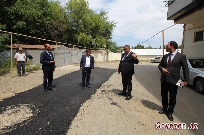 Qazaxda su və kanalizasiya sisteminin çəkilişi yekunlaşan Heydər Əliyev prospektində aparılan abadlıq işləri bu gün də davam etdirilir